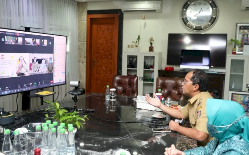 RAKOR. Wali Kota Makassar, Moh Ramdan Pamanto, saat melakukan Rapat Koordinasi Monitoring dan Evaluasi Makassar Recover bersama Forkopimda, tim Makassar Recover, Master Covid, dan jajaran lingkup Pemerintah Kota (Pemkot) Makassar secara virtual, Selasa (13/7/2021). foto: istimewa