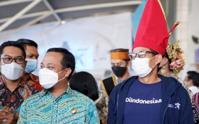 KEBERSAMAAN. Plt Gubernur Sulsel Andi Sudirman Sulaiman (kiri) bersama Menteri Pariwisata dan Ekonomi Kreatif Sandiaga Salahuddin Uno. foto: istimewa