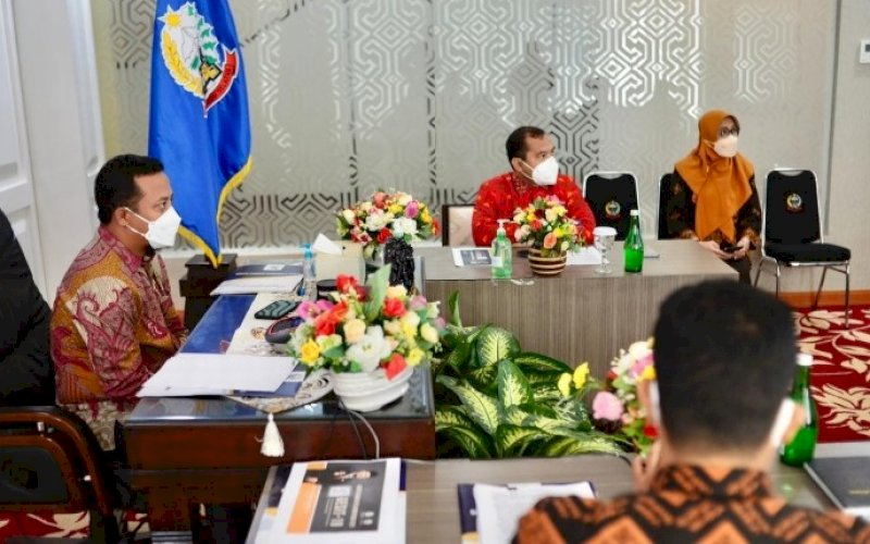 PEMAPARAN. Plt Gubernur Sulsel, Andi Sudirman Sulaiman, secara langsung memberikan pemaparan kepada TPI KIPP 2021 secara virtual di Baruga Lounge, Kantor Gubernur Sulsel, Kamis (15/7/2021). foto: istimewa