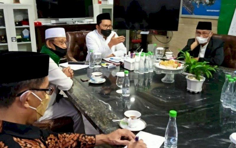 RAPAT. Wali Kota Makassar, Moh Ramdhan Pomanto, bersama ormas Islam rapat membahas pelaksanaan Salat Iduladha, merujuk Surat Edaran Menteri Agama RI, Jumat (17/7/2021). foto: istimewa