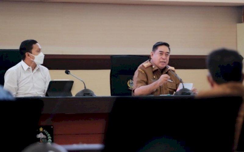 PEMBUKAAN. Sekda Provinsi Sulsel, Abdul Hayat Gani, membuka Rakor Percepatan Perhutanan Sosial Tahun 2021 di Ruang Rapim Kantor Gubernur Sulsel, Senin (19/7/2021). foto: istimewa