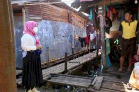 Wawali Makassar Bagikan Sembako dan Ingatkan Warga Taat Protokol Kesehatan