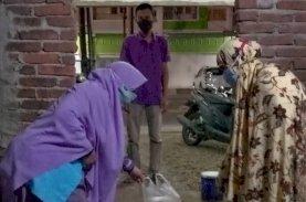 Gelora Makassar Bagikan Olahan Daging Kurban ke Warga yang Sedang Isoman