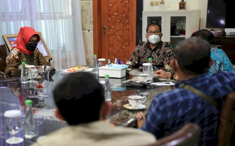 PERTEMUAN. Wali Kota Makassar, Moh Ramdhan Pomanto, menerima perwakilan UMKM Pasar Pagar Makassar di kediaman pribadinya, Jl Amirullah, Kota Makassar, Kamis (29/7/2021). foto: istimewa