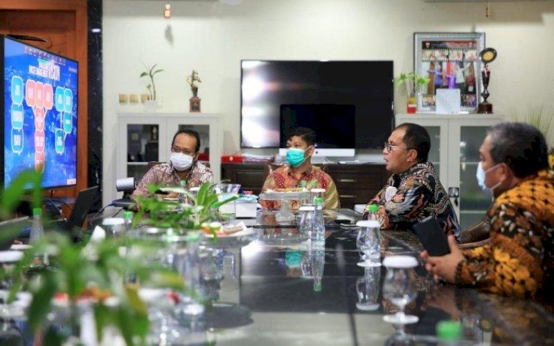 PEMBICARA. Wali Kota Makassar, Moh Ramdhan Pomanto, memaparkan bagaimana cara pengelolaan Bank Sampah di Kota Makassar dalam forum APEC yang diselenggarakan secara virtual, Kamis (29/7/2021). foto: istimewa