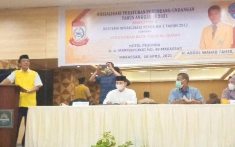 SOSIALISASI PERDA. Anggota DPRD Makassar, Abdul Wahab Tahir, sosialisasikan Perda Pendidikan Baca Tulis Al Qur'an di Hotel Pesonna Makassar, Minggu (18/4/2021). foto: istimewa