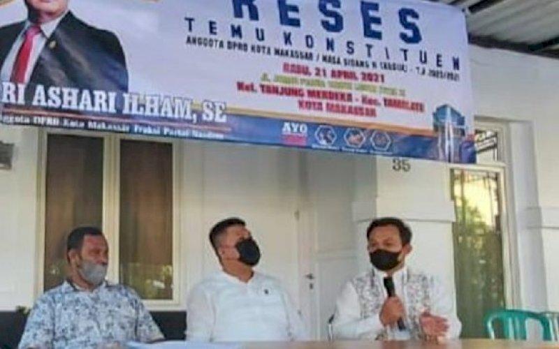 RESES. Anggota DPRD Kota Makassar, Ari Ashari Ilham, saat melaksanakan kegiatan Reses Kedua Masa Sidang Kedua Tahun Anggaran 2020-2021, Rabu (21/4/2021). foto: istimewa