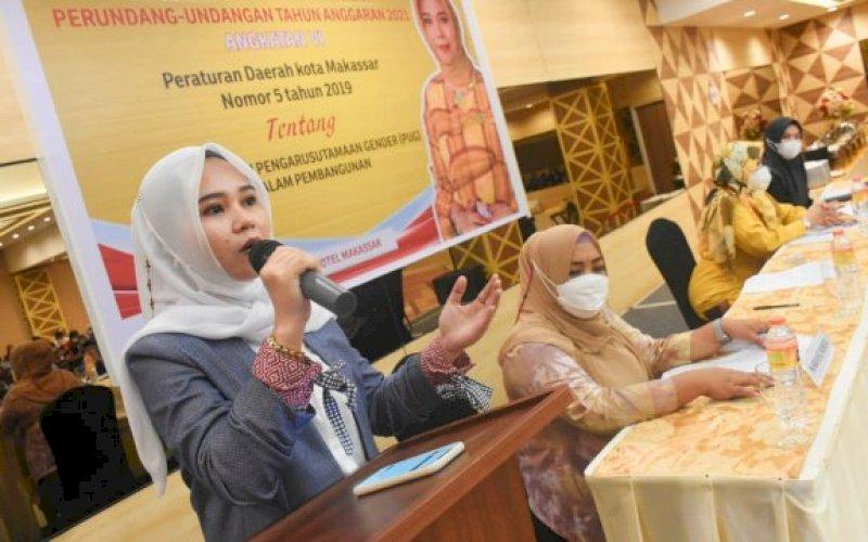 SOSIALISASI PERDA. Anggota DPRD Makassar, Irmawati Sila, sosialisasikan Perda Pengarusutamaan Gender (PUG) dalam Pembangunan di Hotel Pesonna Makassar, Kamis (6/5/2021). foto: istimewa