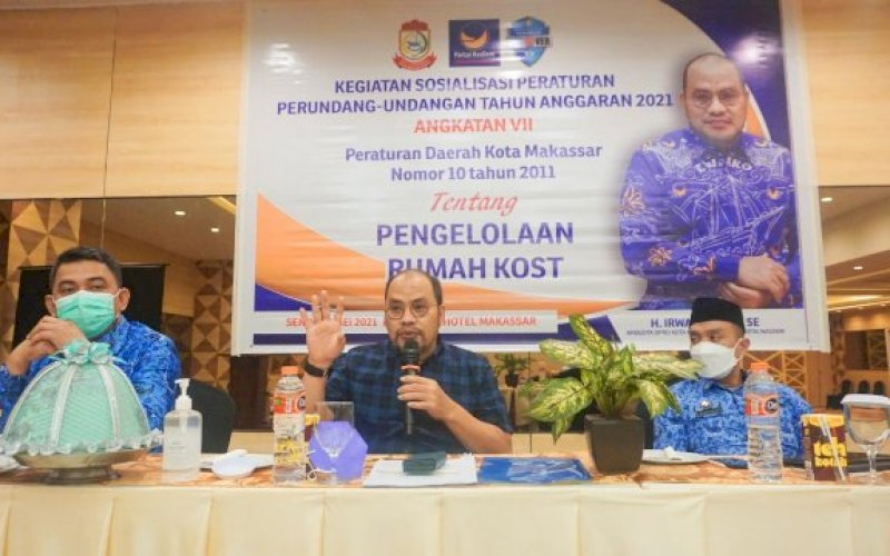 SOSIALISASI PERDA. Anggota DPRD Makassar, Irwan Djafar, sosialisasikan Perda Pengelolaan Rumah Kos di Hotel Pesona Makassar, Senin (17/5/2021). foto: istimewa