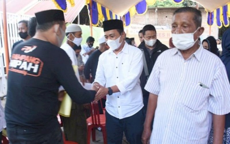 RESES. Anggota DPRD Kota Makassar, Kasrudi, melaksanakan reses di Jl Pampang, Kelurahan Pampang, Kecamatan Panakukang, Selasa (20/4/2021). foto: istimewa
