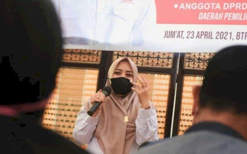 RESES. Anggota DPRD Kota Makassar, Nunung Dasniar, menggelar Reses Kedua Masa Persidangan Kedua Tahun Anggaran 2020-2021 di BTP, Kelurahan Buntusu, Kecamatan Tamalanrea, Kota Makassar, Jumat (23/4/2021). foto: foto: istimewa