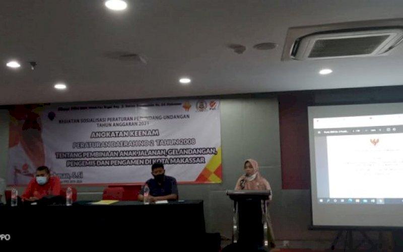 SOSIALISASI. Anggota DPRD Kota Makassar, Yeni Rahman, menggelar sosialisasi Peraturan Perundang-undangan Tahun Anggaran 2021 Angkatan ke-6 di Hotel Fox Lite Makassar, Minggu (9/5/2021). foto: istimewa