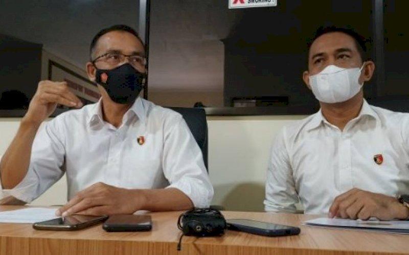 RILIS KASUS. Direktur Reserse Kriminal Khusus Polda Sulsel, Kombes Pol Widoni Fedri (kiri), saat merilis penetapan tersangka dugaan tindak pidana korupsi pembangunan Rumah Sakit (RS) Batua Makassar di Mapolda Sulsel, Senin (2/8/2021). foto: istimewa
