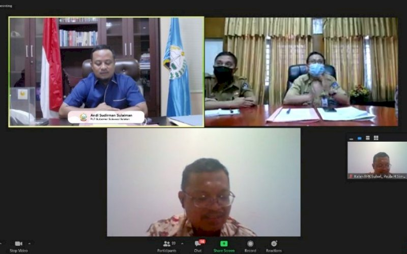 MEETING. Plt Gubernur Sulsel, Andi Sudirman Sulaiman (kiri atas), menghadiri Entry Meeting BPK Sulsel Pemeriksaan Kinerja Vaksinasi dan Kinerja Pendidikan Vokasi Provinsi Sulsel secara virtual, Senin (2/8/2021). foto: istimewa