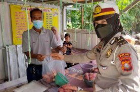 Ditlantas Peduli PKL, Giliran Pedagang di Baddoka dan Perintis Kemerdekaan Diberikan Bantuan