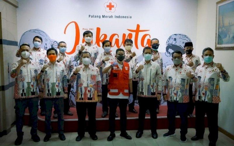DONOR. Menteri Pariwisata dan Ekonomi Kreatif, Sandiaga Salahuddin Uno, saat kegiatan 'Donor Darah dan Plasma Konvalesen bersama Ikatan Alumni ITB' di PMI DKI Jakarta, Jumat (6/8/2021). foto: istimewa