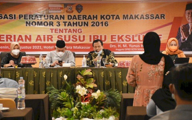 SOSIALISASI PERDA. Anggota DPRD Kota Makassar, HM Yunus HJ, saat menggelar sosialisasi Perda Kota Makassar nomor 3 tahun 2016 tentang Pemberian Air Susu Ibu Eksklusif di Hotel Almadera Makassar, Senin (9/8/2021). foto: istimewa
