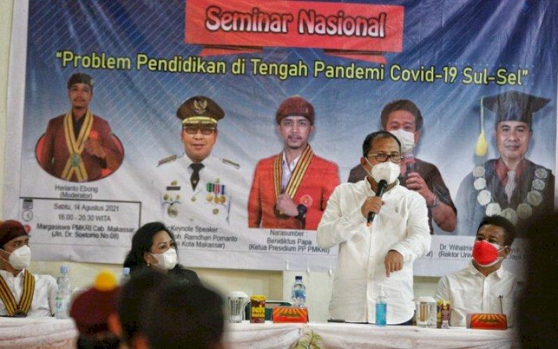PEMBICARA. Wali Kota Makassar, Moh Ramdhan Pomanto, sebagai pembicara pada seminar nasional di Jl Dr Soetomo, Kota Makassar, Sabtu (14/8/2021). foto: istimewa
