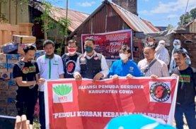 KNPI Makassar Bersama HKTI Gowa Bantu Korban Kebakaran Kampung Lepping