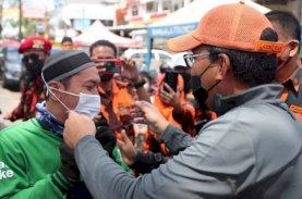Danny Pomanto Bagi-bagi Masker di Pasar Antang