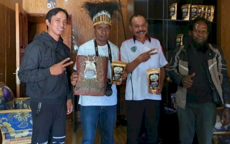 TOLI COFFEE. Pemerintah dan masyarakat Kabupaten Tolikara menghadirkan sebuah brand kopi dengan aroma dan cita rasa terbaik bernama Toli Coffee. foto: istimewa