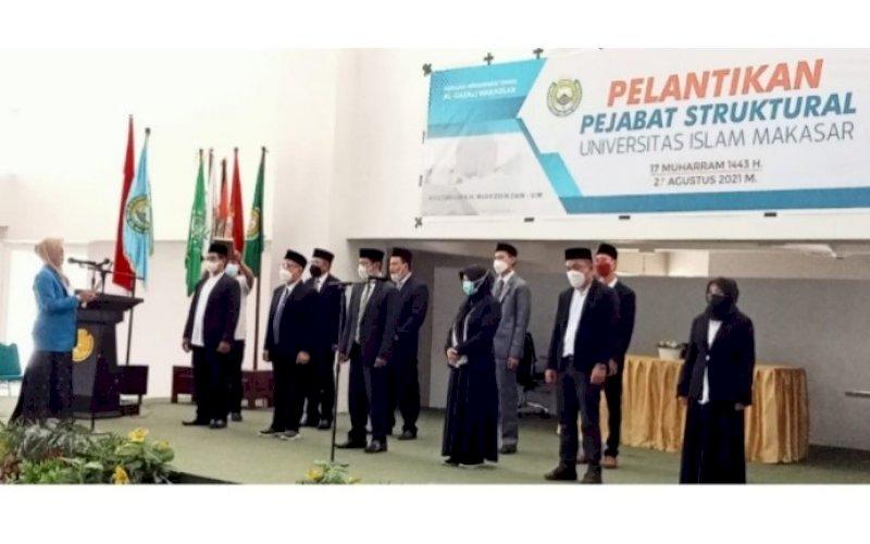 PELANTIKAN. Rektor UIM, DR Ir Hj A Majdah M Zain MSi, melantik Dekan FAI dan Dekan Fisipol di Auditorium KH Muhyiddin Zain UIM, Kota Makassar, Jumat (27/8/2021). foto: istimewa