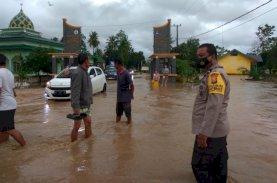Bone Diguyur Hujan Terus-menerus, Patroli SAR Brimob Sasar Desa Imbau Warga Waspada Banjir
