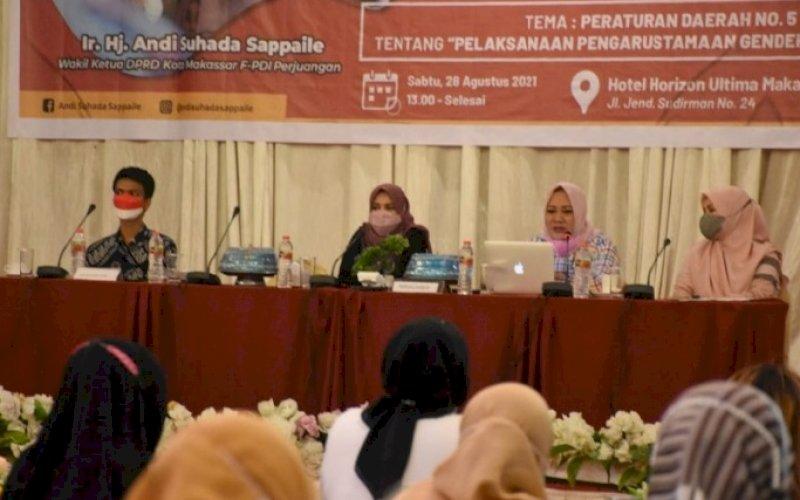 SOSIALISASI PERDA. Wakil Ketua DPRD Makassar, Andi Suhada Sappaile, menggelar sosialisasi Perda Nomor 5 tahun 2019 tentang Pengarusutamaan Gender (PUG) dalam Pembangunan di Hotel Horison Makassar, Sabtu (28/8/2021). foto: istimewa