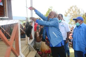 Usman Wanimbo Resmikan Kantor DPAC Demokrat Distrik Wakuwo Tolikara