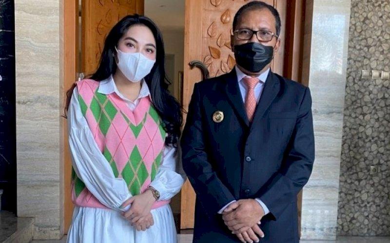 Nayunda Nabila Nizrinah bersama Moh Ramdhan Pomanto. foto: istimewa