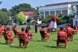 Presiden Serahkan Bonus Apresiasi bagi Atlet Indonesia di Paralimpiade Tokyo