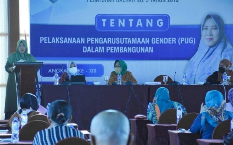 SOSIALISASI PERDA. Anggota DPRD Kota Makassar, Fatma Wahyuddin, menggelar sosialisasi Perda Kota Makassar nomor Nomor 5 tahun 2019 tentang Pengarusutamaan Gender (PUG) dalam Pembangunan di Hotel Aston Makassar, Sabtu (18/9/2021). foto: istimewa