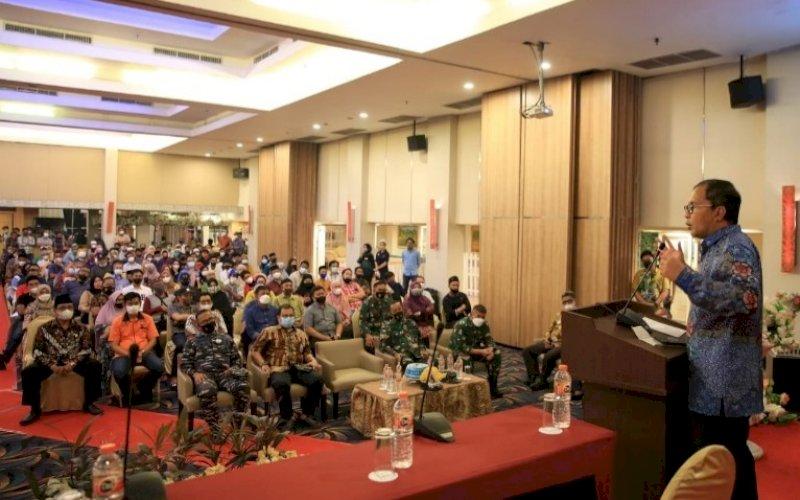 BERI ARAHAN. Wali Kota Makassar, Moh Ramdhan Pomanto, memberikan arahan pada pembahasan pembangunan akses jalan tol MNP di Hotel Horizon Makassar, Jumat (24/9/2021). foto: istimewa
