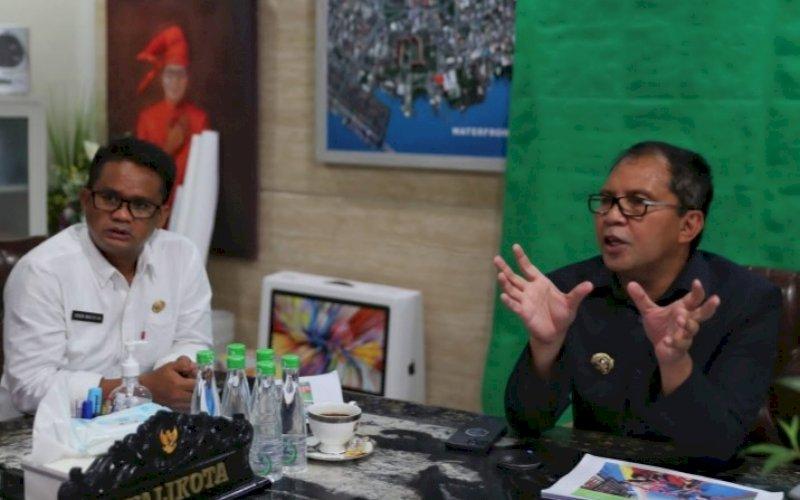 JADI NARASUMBER. Wali Kota Makassar, Moh Ramdhan Pomanto (kanan), didaulat menjadi narasumber pada pertemuan secara virtual di kediaman pribadinya, Jl Amirullah, Kota Makassar, Rabu (29/9/2021). foto: istimewa