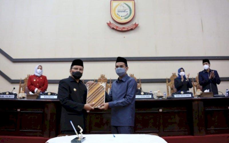 RAPAT PARIPURNA. Wali Kota Makassar Moh Ramdhan Pomanto (kiri) bersama Ketua DPRD Makassar Rudianto Lallo pada rapat paripurna DPRD Makassar di Ruang Rapat Paripurna DPRD Makassar, Kamis (30/9/2021). foto: istimewa