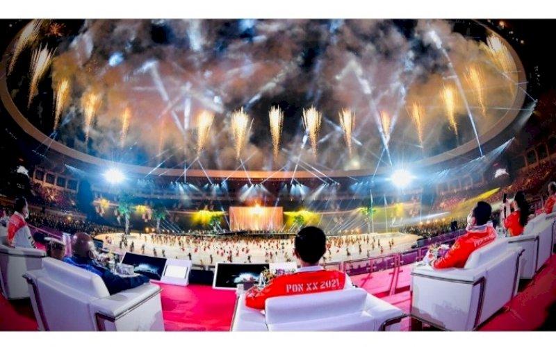 PEMBUKAAN. Presiden Joko Widodo secara resmi membuka perhelatan PON XX Papua Tahun 2021 di Stadion Lukas Enembe, Kabupaten Jayapura, Sabtu (2/10/2021). foto: istimewa