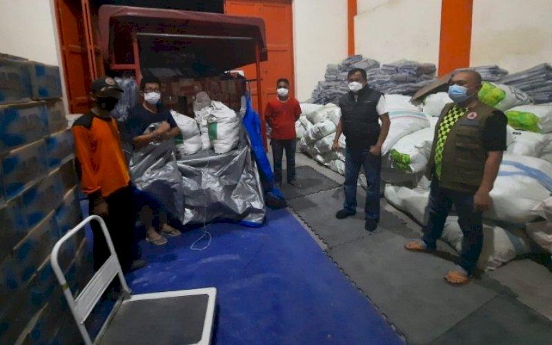 BANTUAN. BPBD Sulsel menurunkan TRC membantu evakuasi hingga bawa bantuan untuk korban banjir dan longsor di Luwu. foto: istimewa