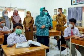 Indira Tinjau Simulasi PTM di SMP Islam Athirah Bukit Baruga Makassar