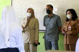 Fatmawati Rusdi Bersama Rudianto Lallo Tinjau PTM SMPN 44 Makassar