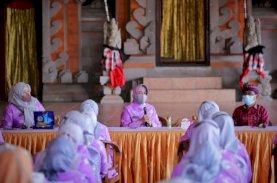 Indira Kunjungi Penglipuran, Desa Terbersih Ketiga Dunia