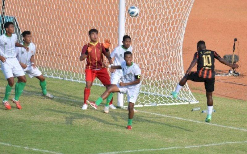 PON XX. Menpora, Zainudin Amali, mengawali kunjungan cabor dalam perhelatan PON XX Papua 2021, Minggu (10/10/2021), ke Stadion Mandala, Jayapura, menyaksikan pertandingan sepak bola antara tuan rumah melawan Sumatera Utara. foto: istimewa